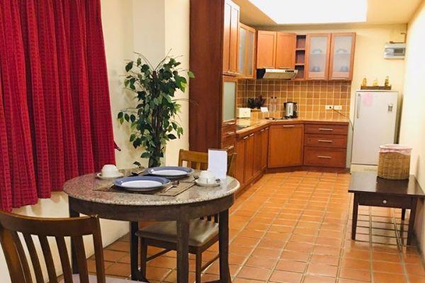 kitchenonebedroomdeluxe152C5C76-2481-D32E-B7BD-E18DBDD18673.jpg